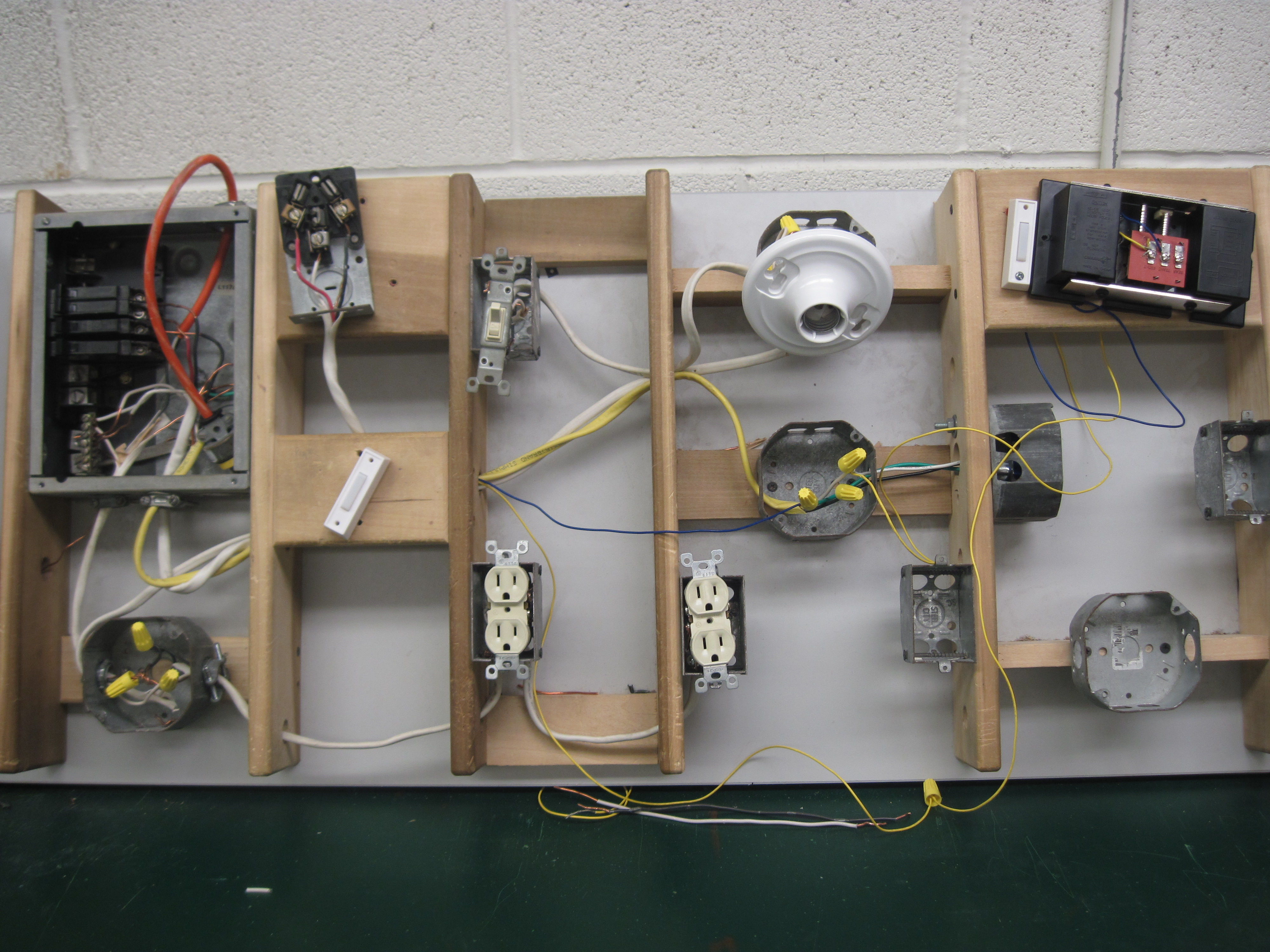 Spartanteched Licensed For Non Commercial Use Only Technology 3 Way Switch 2 Outlets Students Will Assemble A Demonstration Board That Includes Light Doorbell And